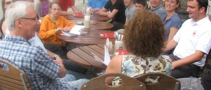 Verdiente Mittagspause der Teilnehmer während des DRK Lehrgangs